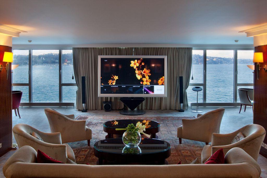 Atlantis Bridge Suite Deluxe Hotel
