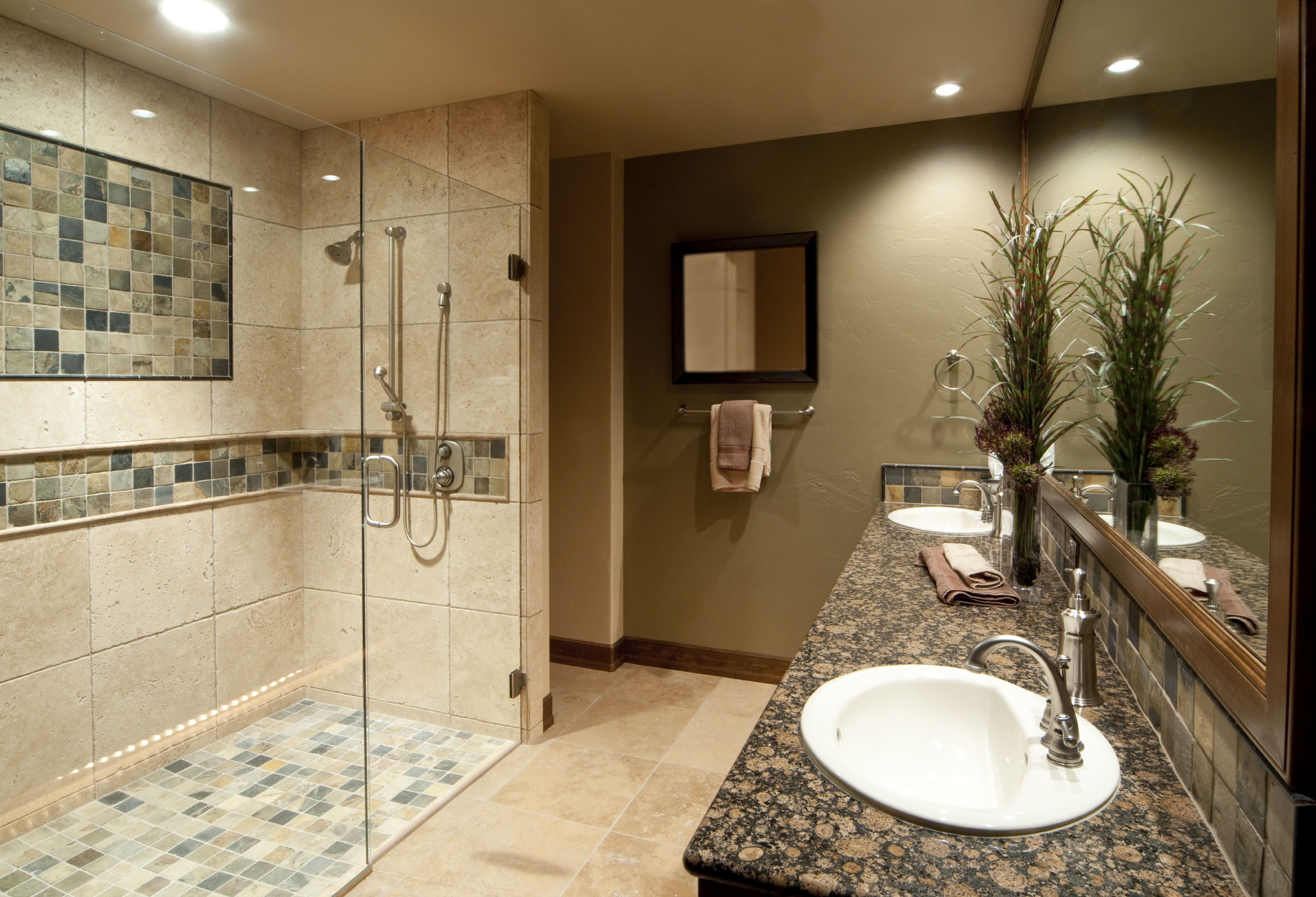Bathroom Layouts With Shower Ideas (Image 2 of 10)