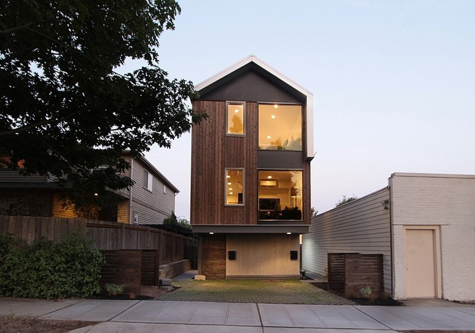 Classic Vertical Japan House Architecture