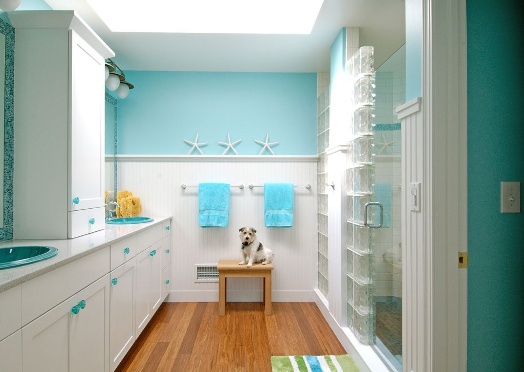 Cool Beach Themed Bathroom (Image 3 of 10)