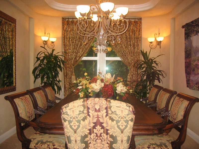 Dining room lighting for beautiful addition in dining room for Pictures of beautiful dining rooms
