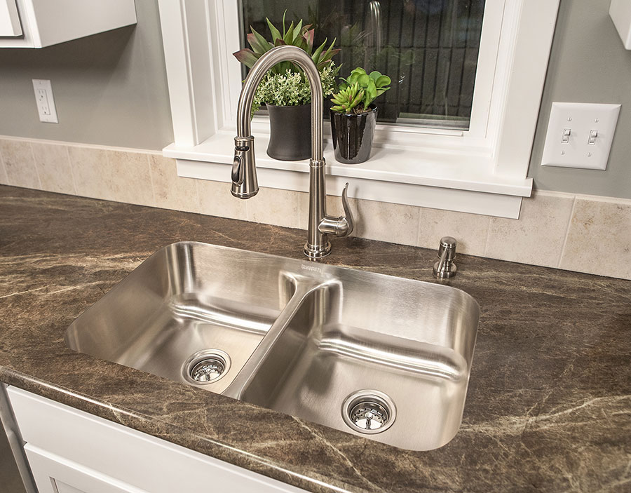 Double Stainless Steel Modern Undermount Sink Design (Image 4 of 10)