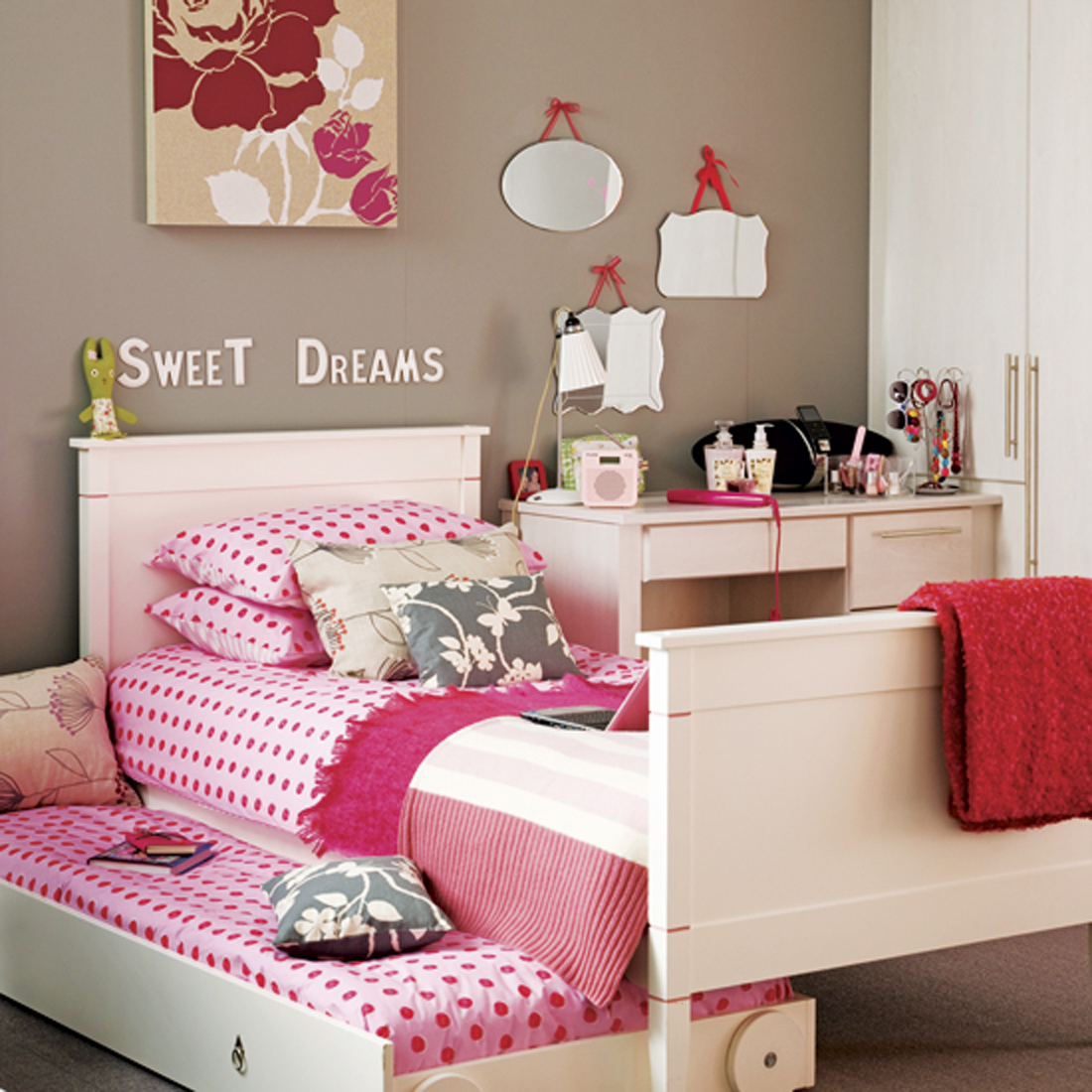 Fabulous Bedroom for Twin Girls Decoration Sets and Furniture