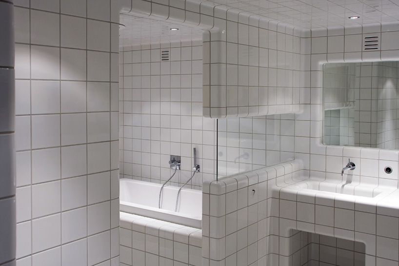 GrayTiles Bathroom Design