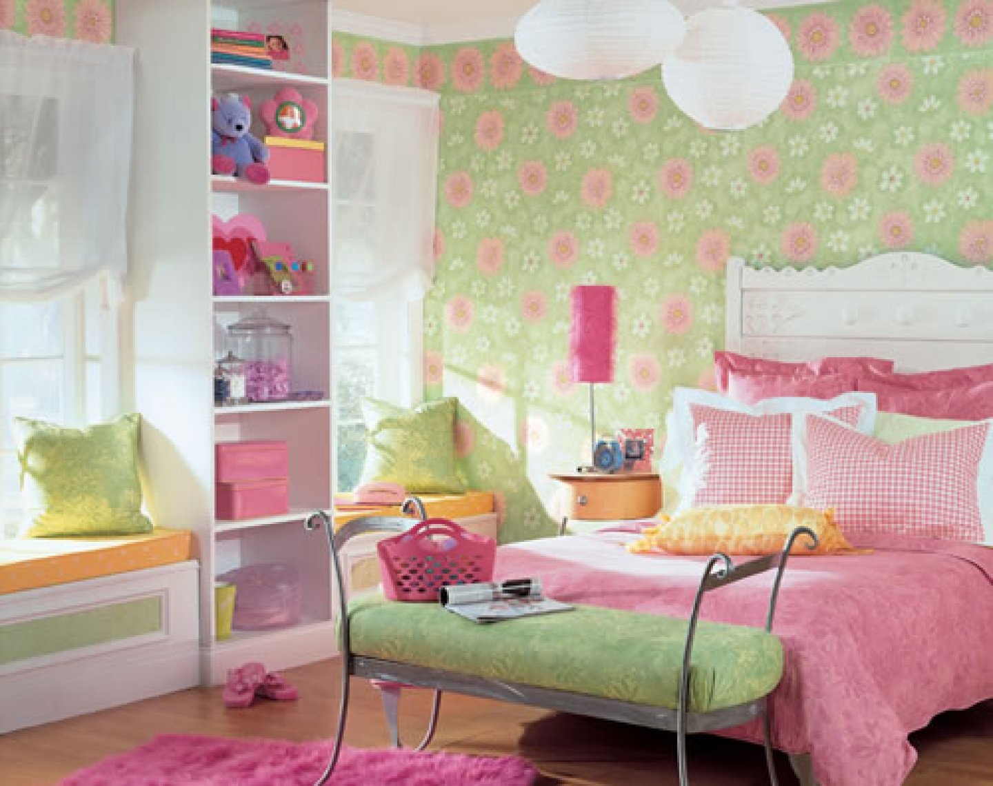 Green Polka Dots Wallpaper Bedroom Design