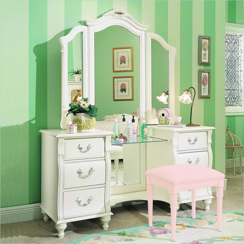 Bedroom Furniture: Vanities For Bedroom | Custom Home Design
