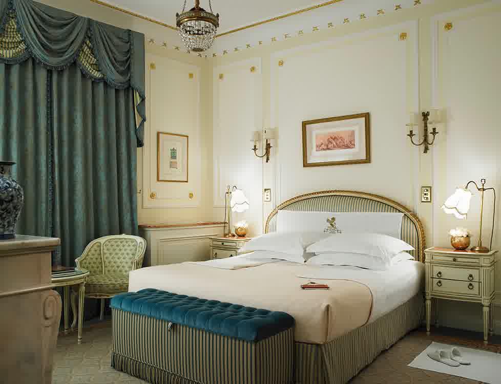Luxury Middle Eastern Bedroom