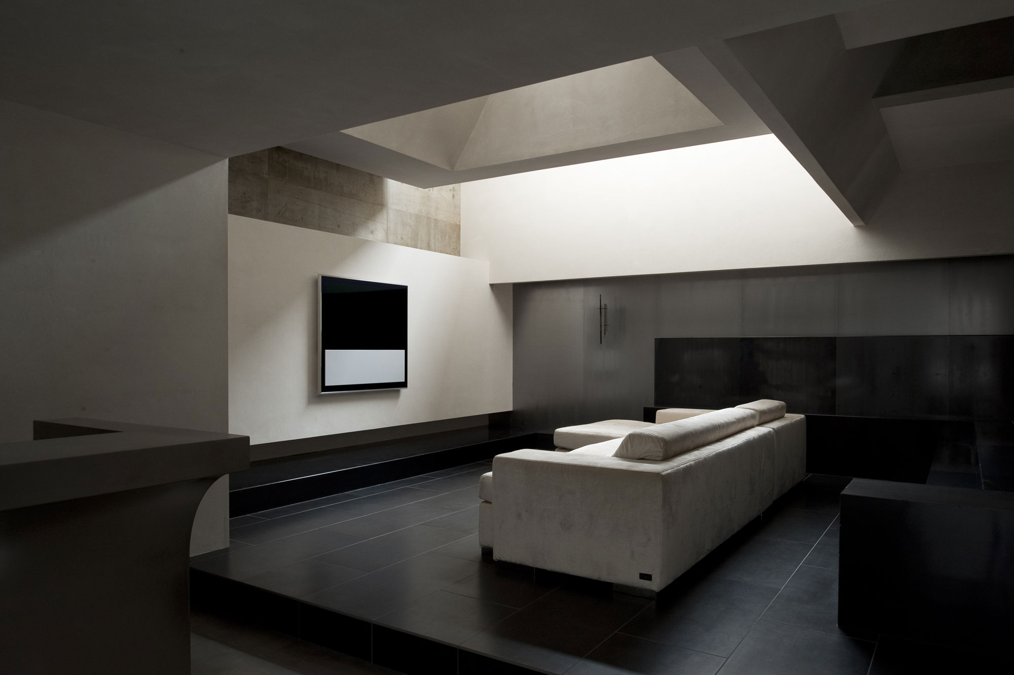 Minimalist Modern Living Room (Image 10 of 10)