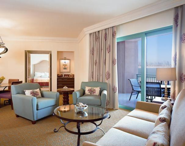 Premier Luxury Atlantis Bridge Suite Living Room