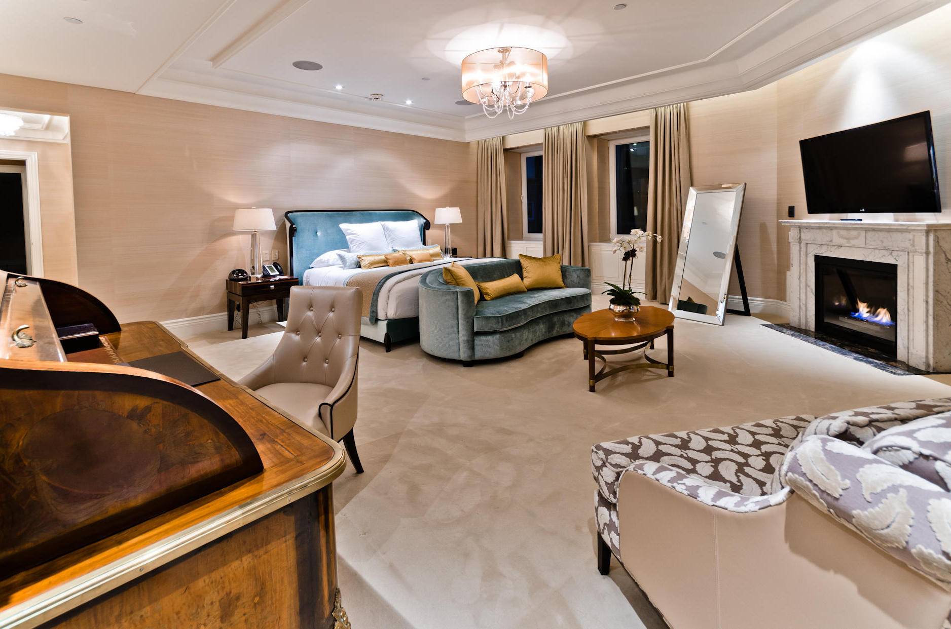 Royal Atlantis Bridge Suite Bedroom