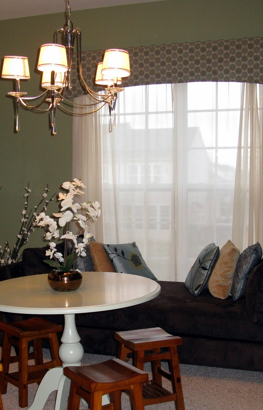 Simple Chandelier In Living Room (Image 7 of 10)