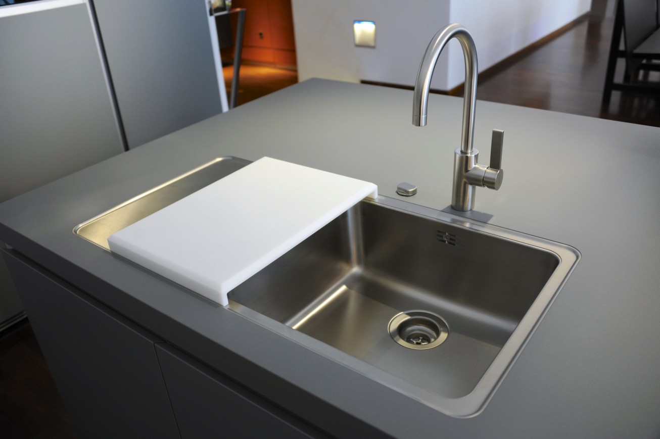 Modern Kitchen Design With The Undermount Kitchen Sink