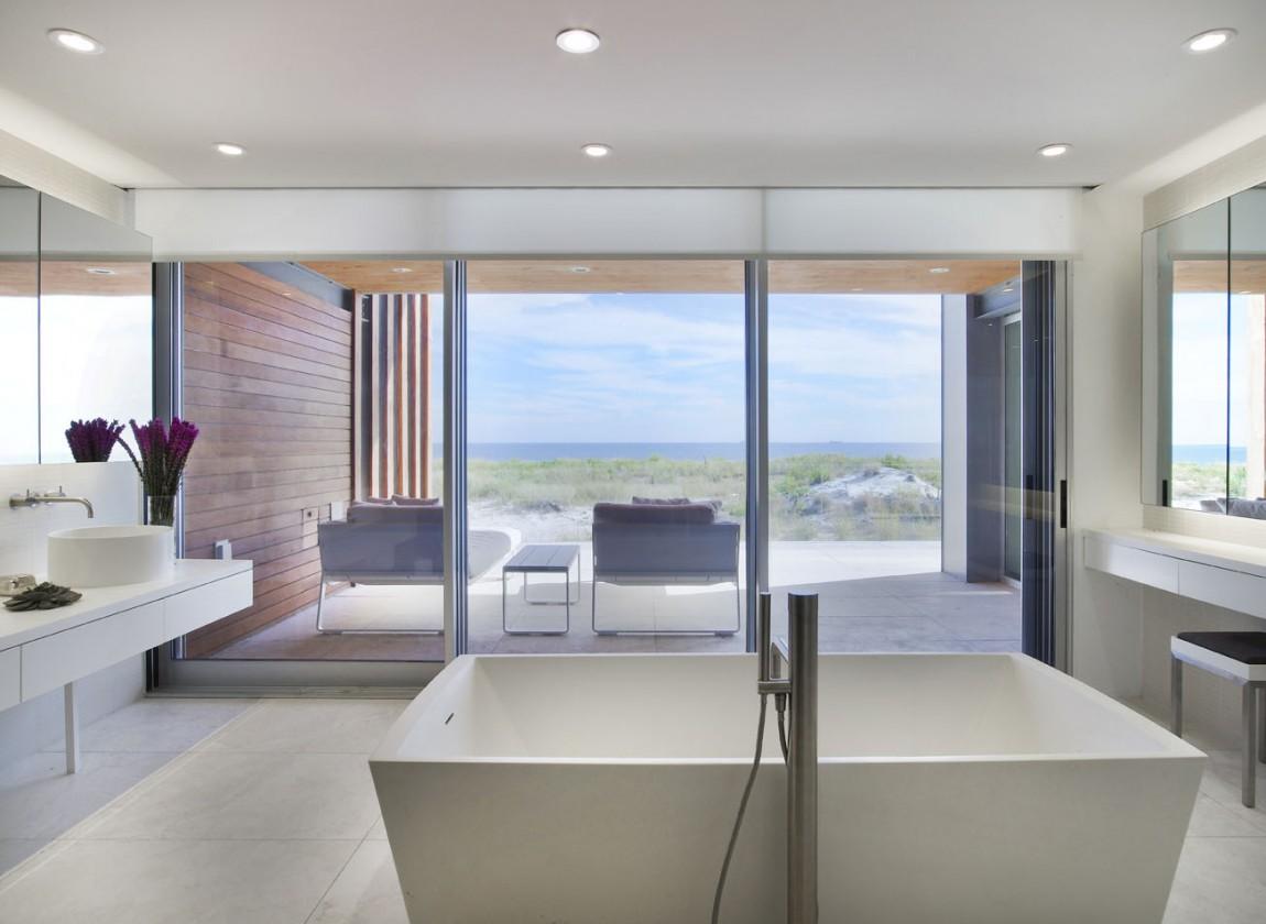 Feel The Real Relaxation With Ocean Bathroom Decor | Custom Home Design