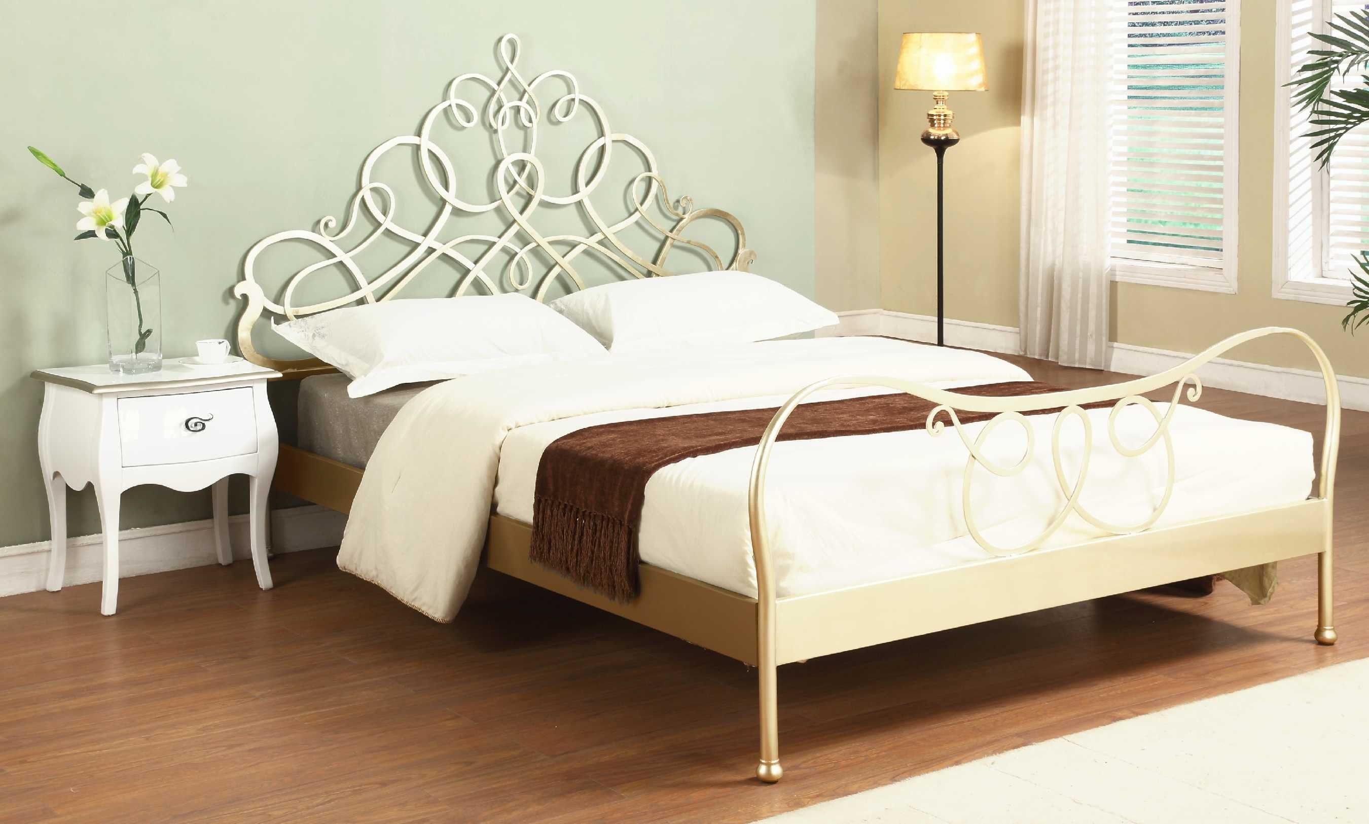 Antique Silver Modern Metal Bed (View 2 of 10)
