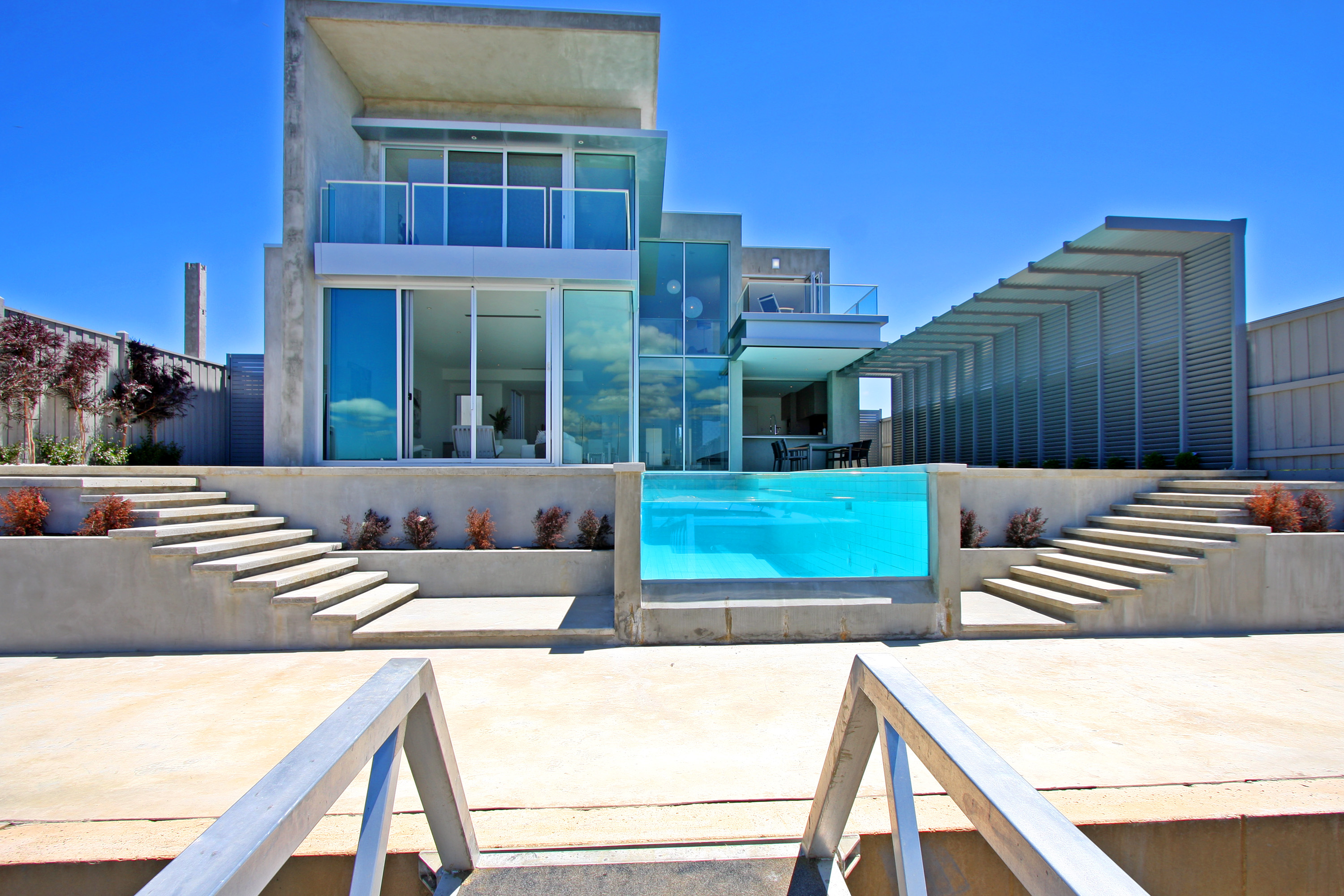 Awesome Beautiful Modern Glass House