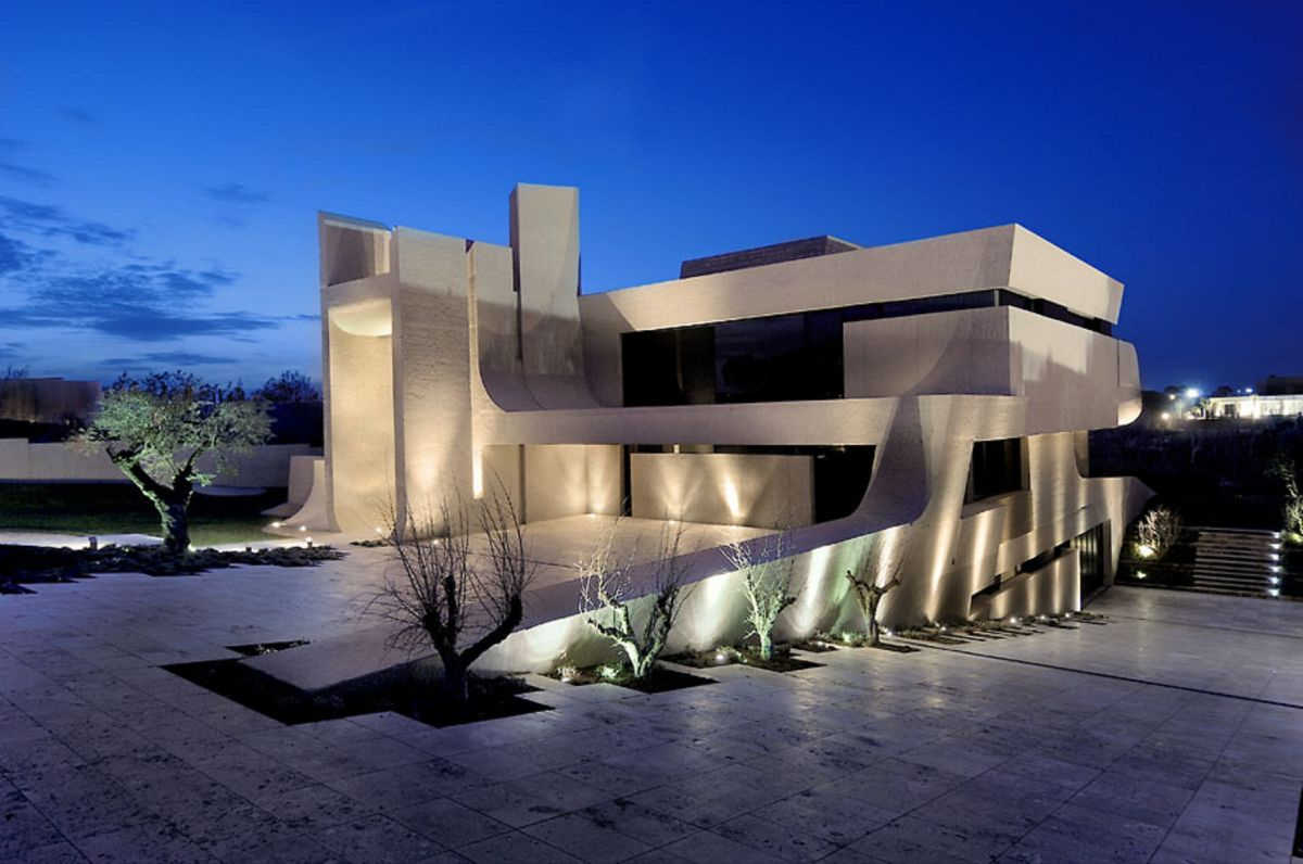 Awesome Home Exterior (Image 3 of 10)