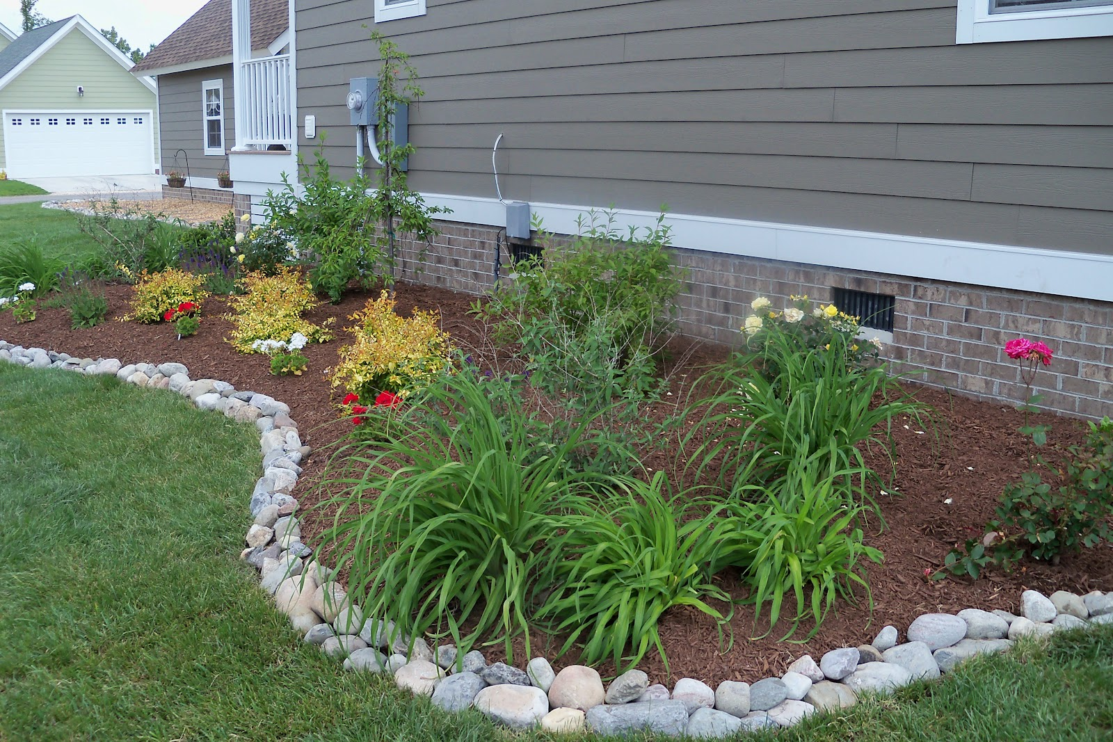 Beautiful Flower Bed Border Ideas (View 1 of 10)