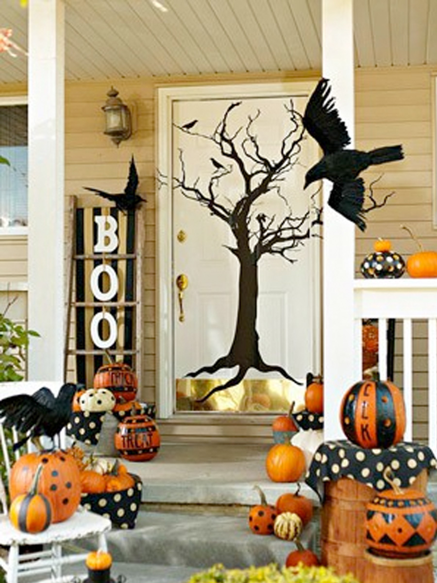 Beautiful Outdoor Decor For Fall (Image 1 of 10)