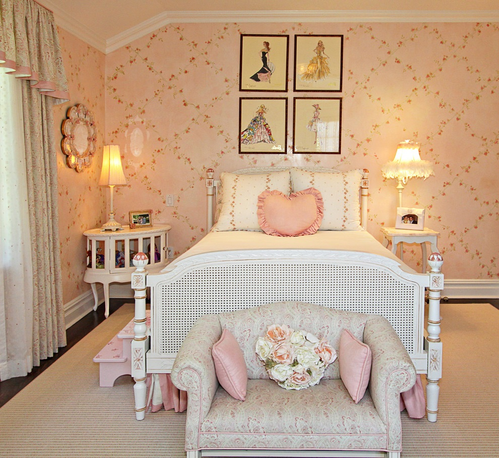 Beauty Girl Bedroom with Decorative Wall