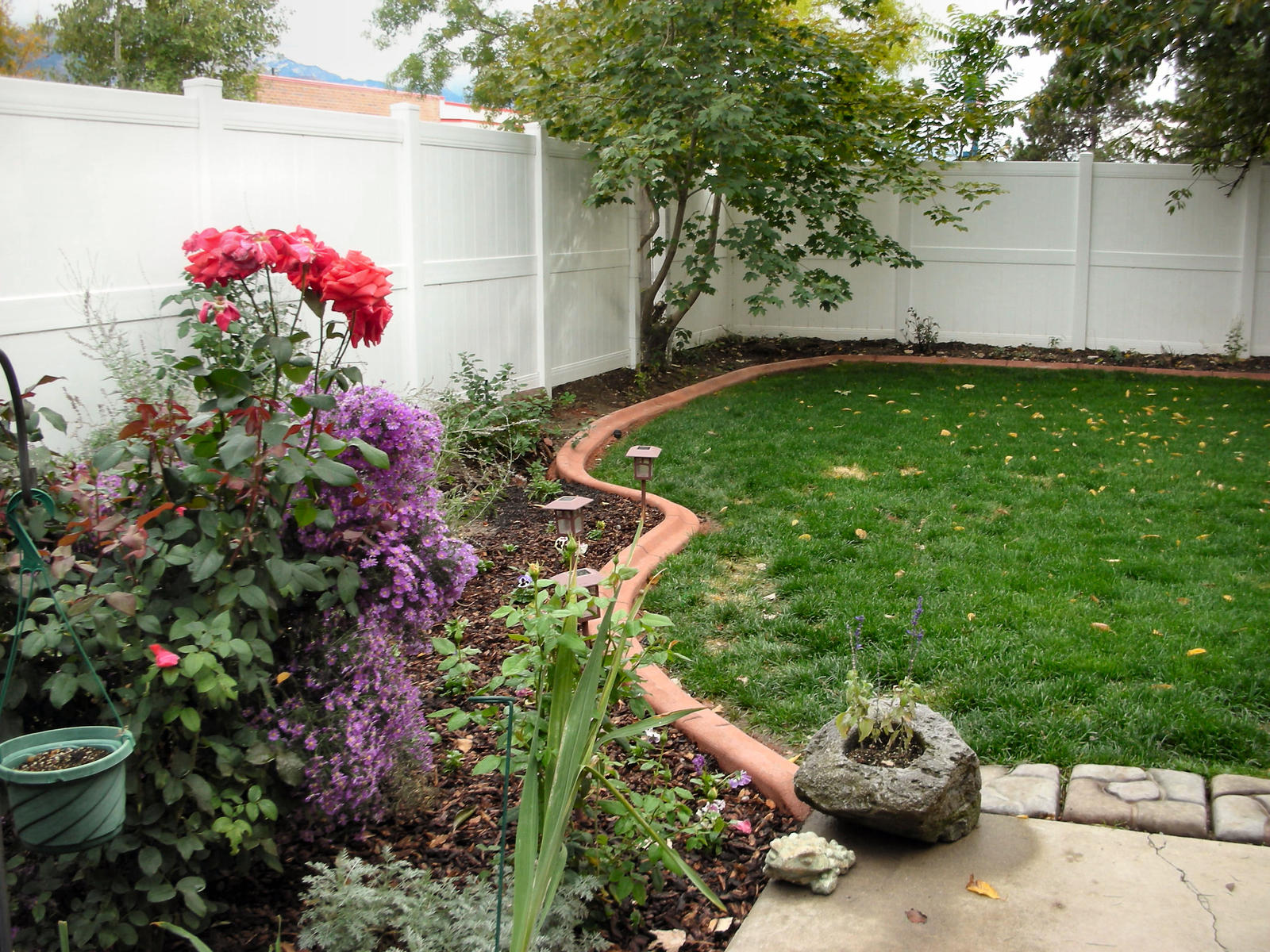 Brick Landscaping Flower Bed Border Ideas (Image 3 of 10)