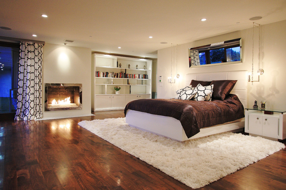 Casual Bedroom In Contemporary Design (Image 3 of 9)
