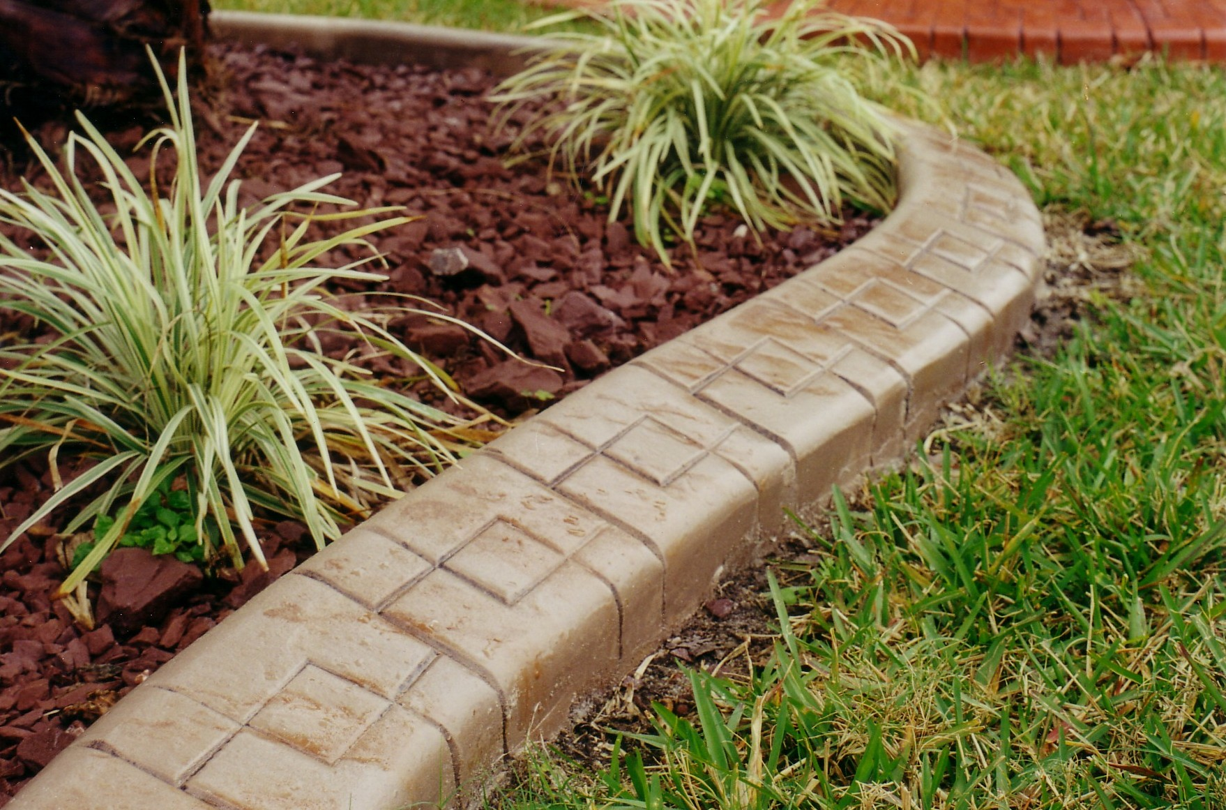 Cool Flower Bed Border Ideas (View 4 of 10)