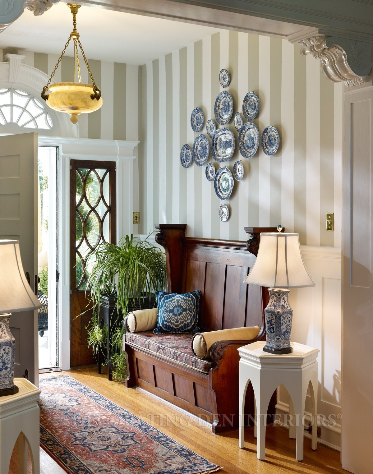 Wonderful How To Decorate A Foyer Part - 11: Cool Small Entryway Ideas (Image 1 Of 10)