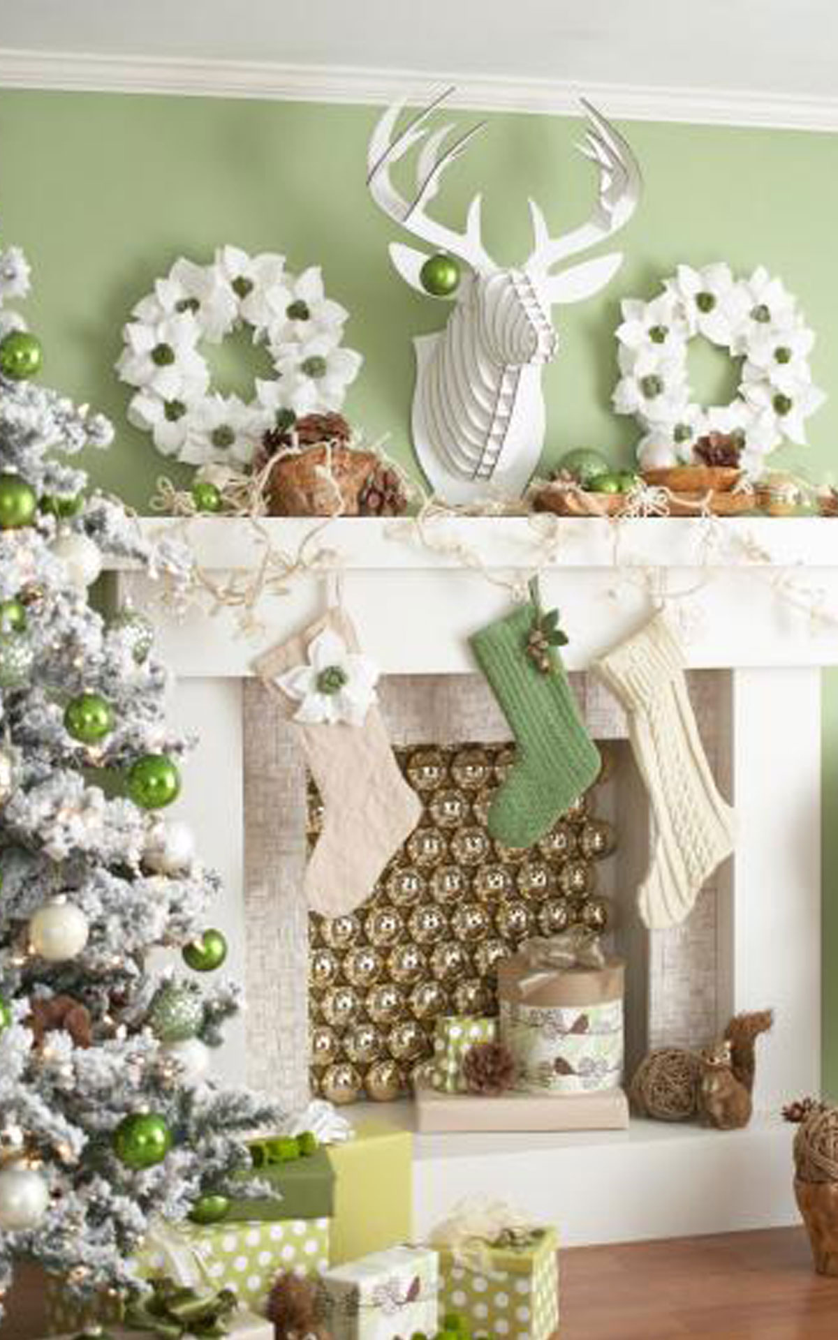 Cute Christmas Mantel Decorating (Image 5 of 10)