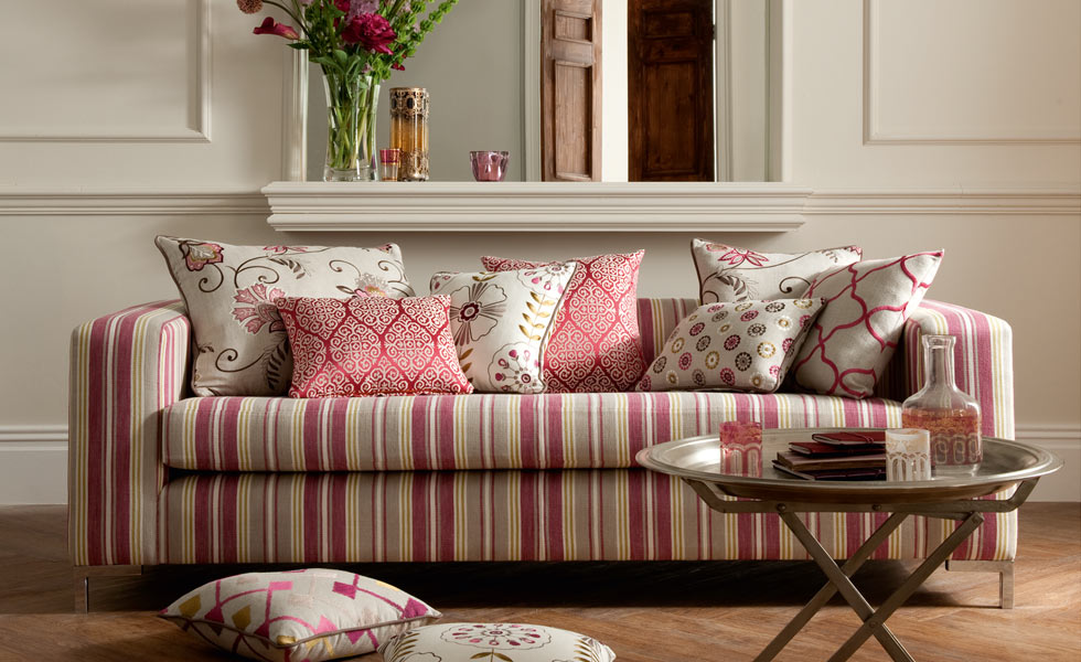 Fashionable Pink Sofa Pillows For Living Room (View 3 of 10)