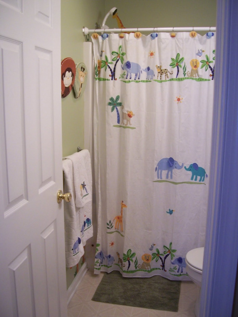 Flat Arrange The Towels In Your Bathroom (Image 5 of 10)