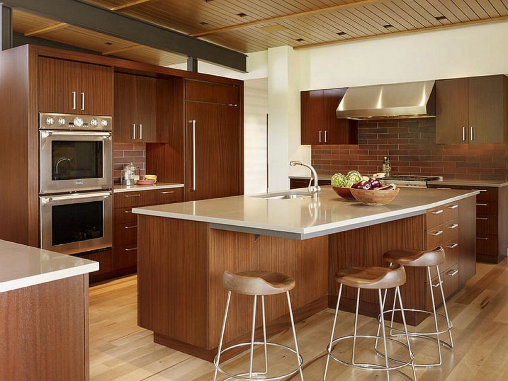Glossy Wooden Nuance Large Kitchen (Image 7 of 10)