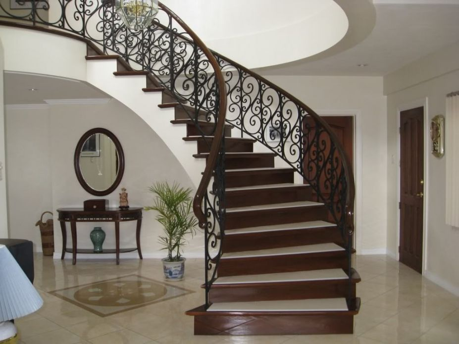 Luxury Stair Layout Decorations (View 2 of 10)
