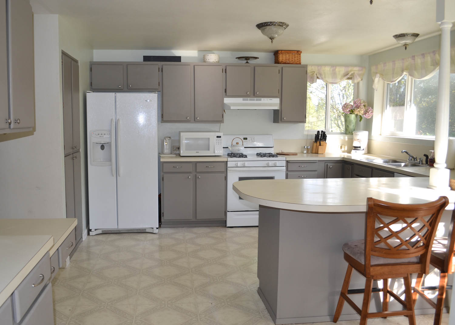 Modern Painting Kitchen Cabinets Decoration (View 7 of 10)