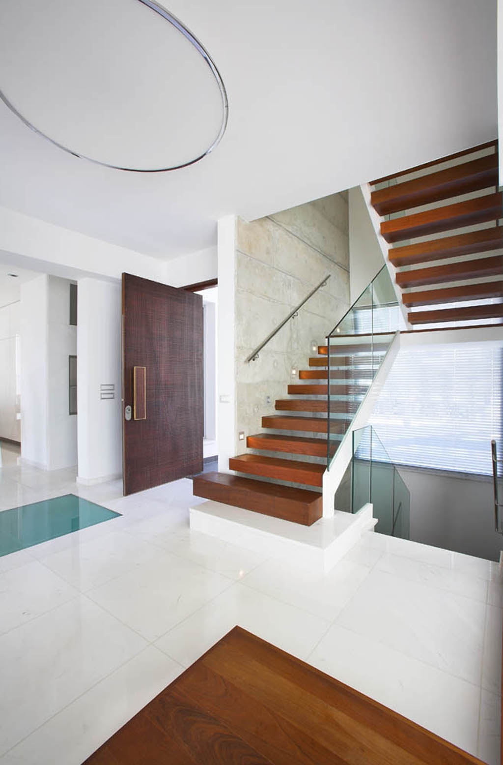 Modern Stair Layout Decorations