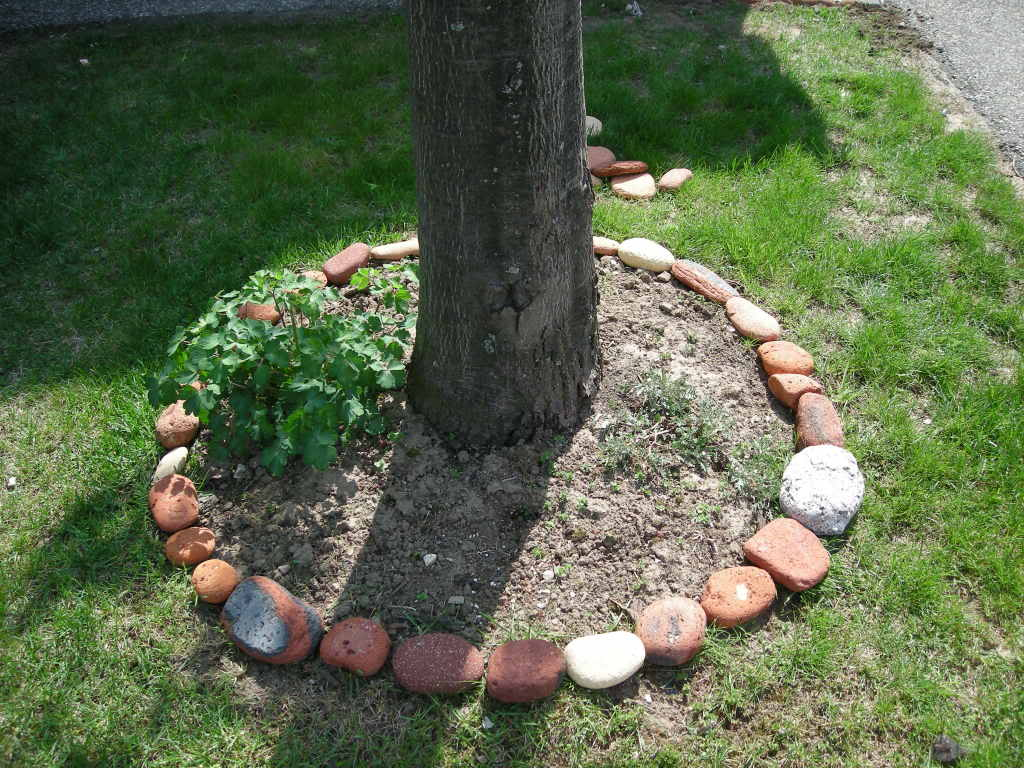 Narutal Stone Flower Bed Border Ideas (View 8 of 10)