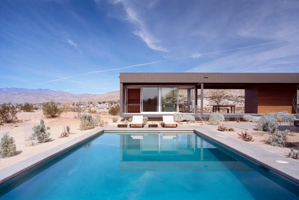 Natural Desert House Large Swimming Pool (Image 5 of 10)