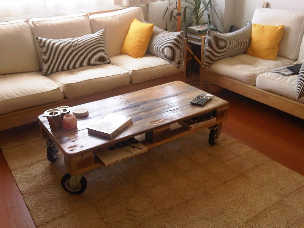 Pallet Coffee Table From Reclaimed (Image 3 of 10)