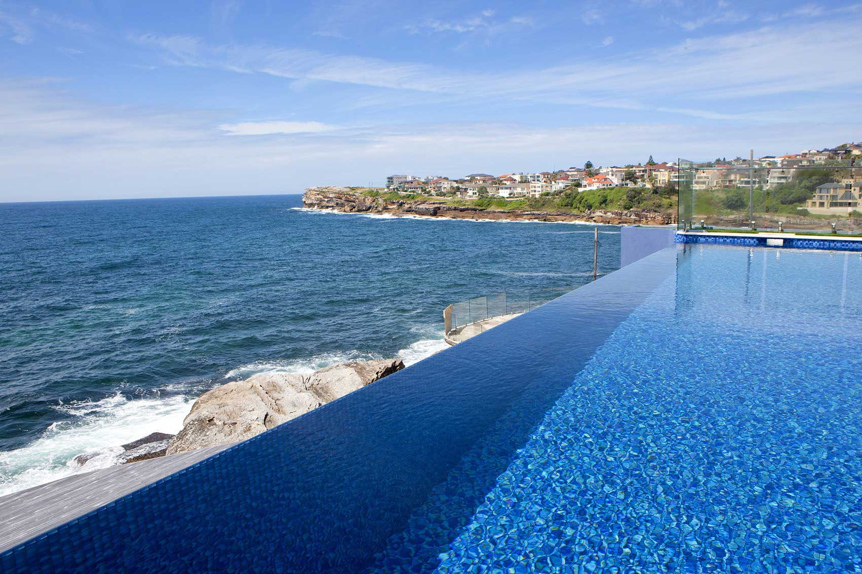 Relaxing Infinity Pool Design No Edges No Boundaries