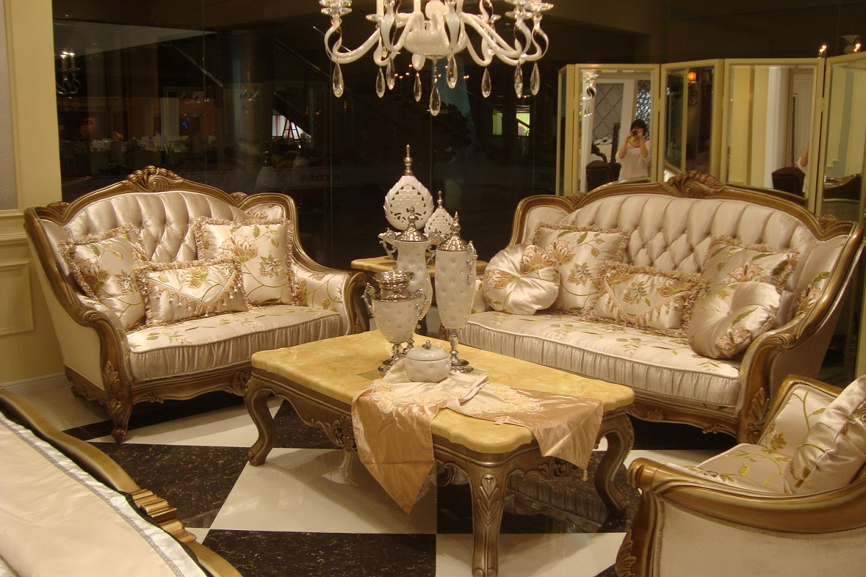 Royal Classic Sofas Furniture For Living Room (View 9 of 10)