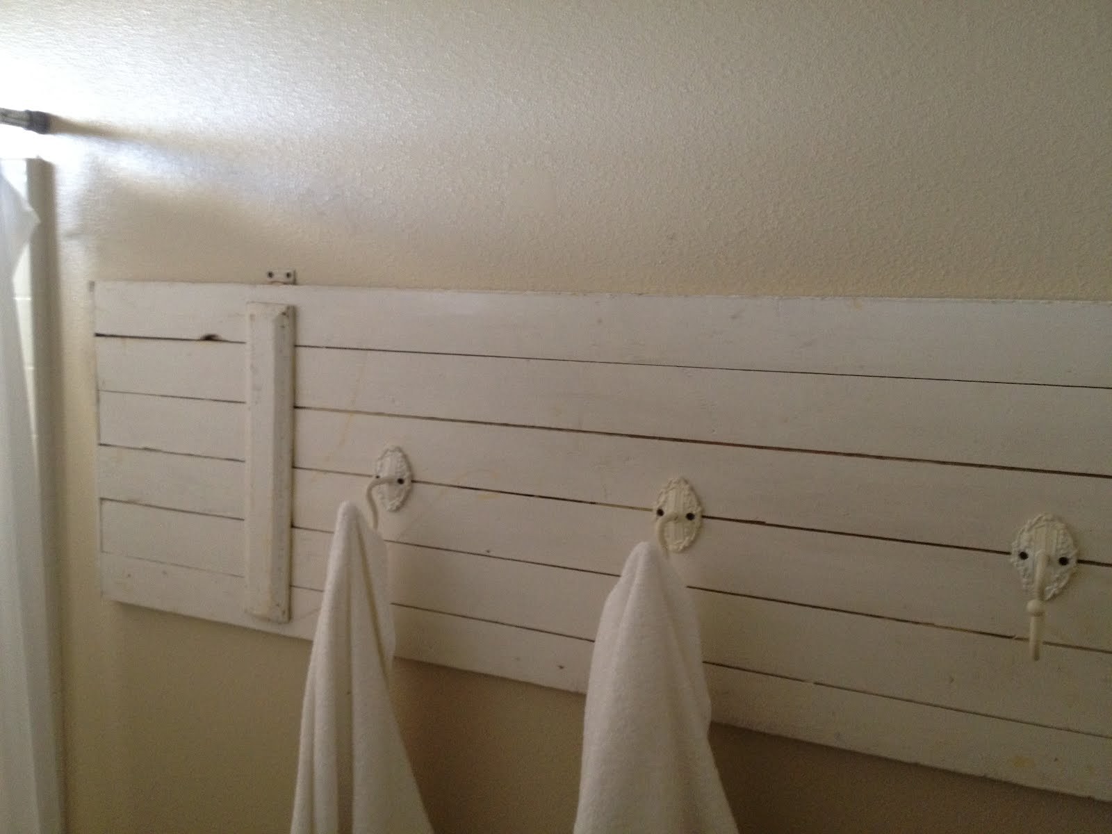 Simple Arrange The Towels In Your Bathroom (Image 8 of 10)