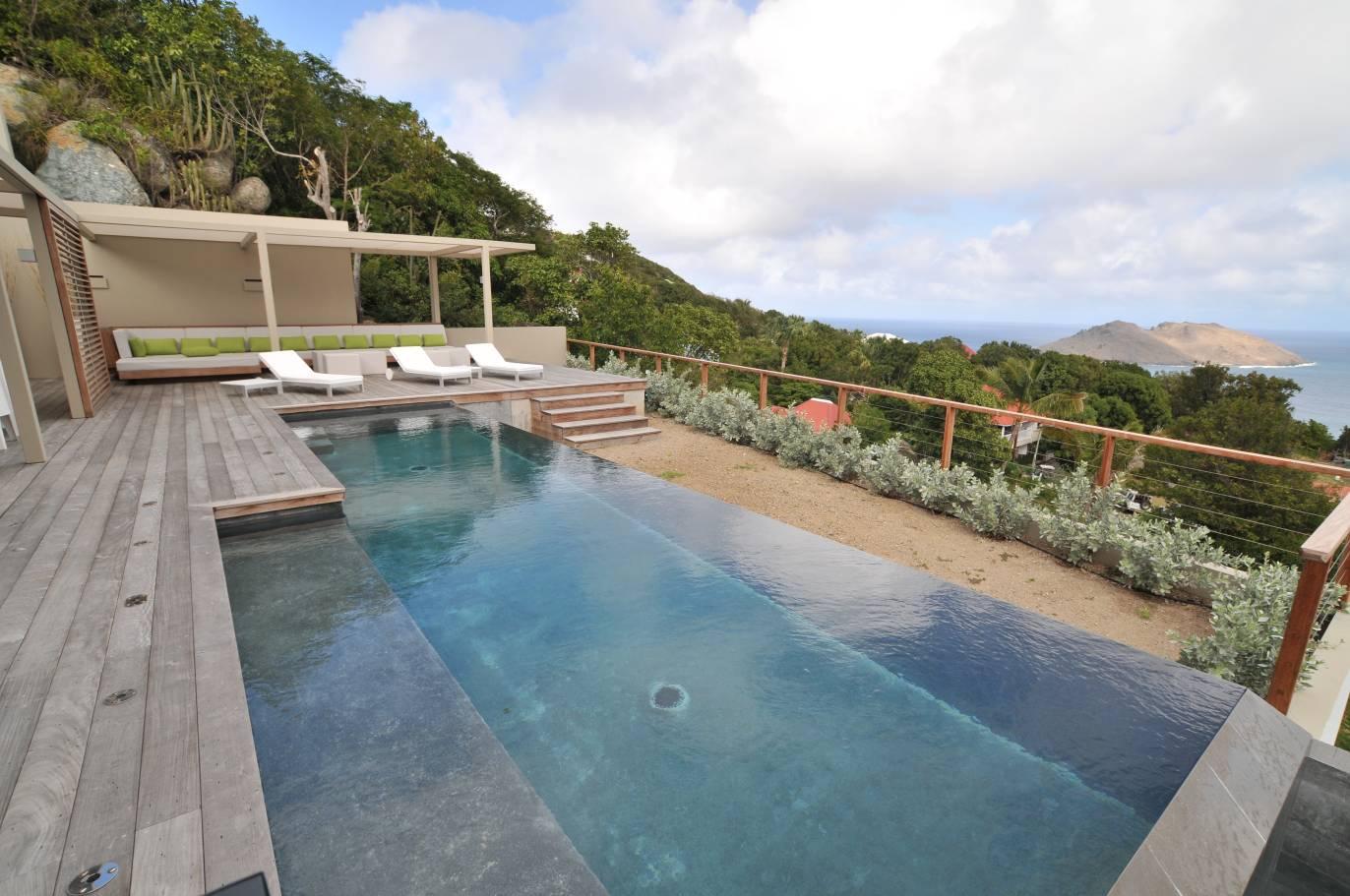 Featured Photo of Infinity Pool Design: No Edges No Boundaries