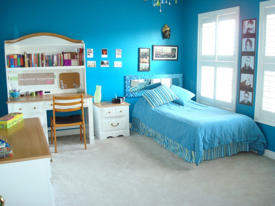 Simple Wall With Blue Color Decorations (Image 10 of 10)