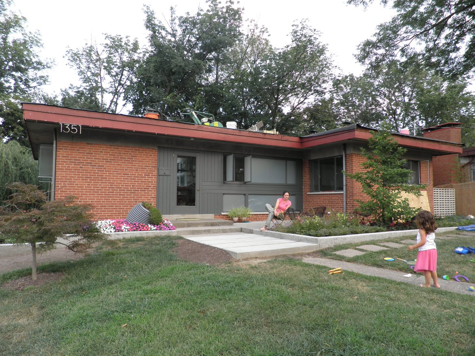 Splendid Mid Century Modern Homes With Green Yard (View 10 of 10)