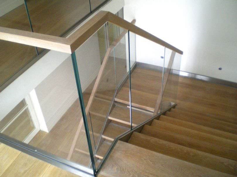 Wooden And Glass Ways for Selecting Railings