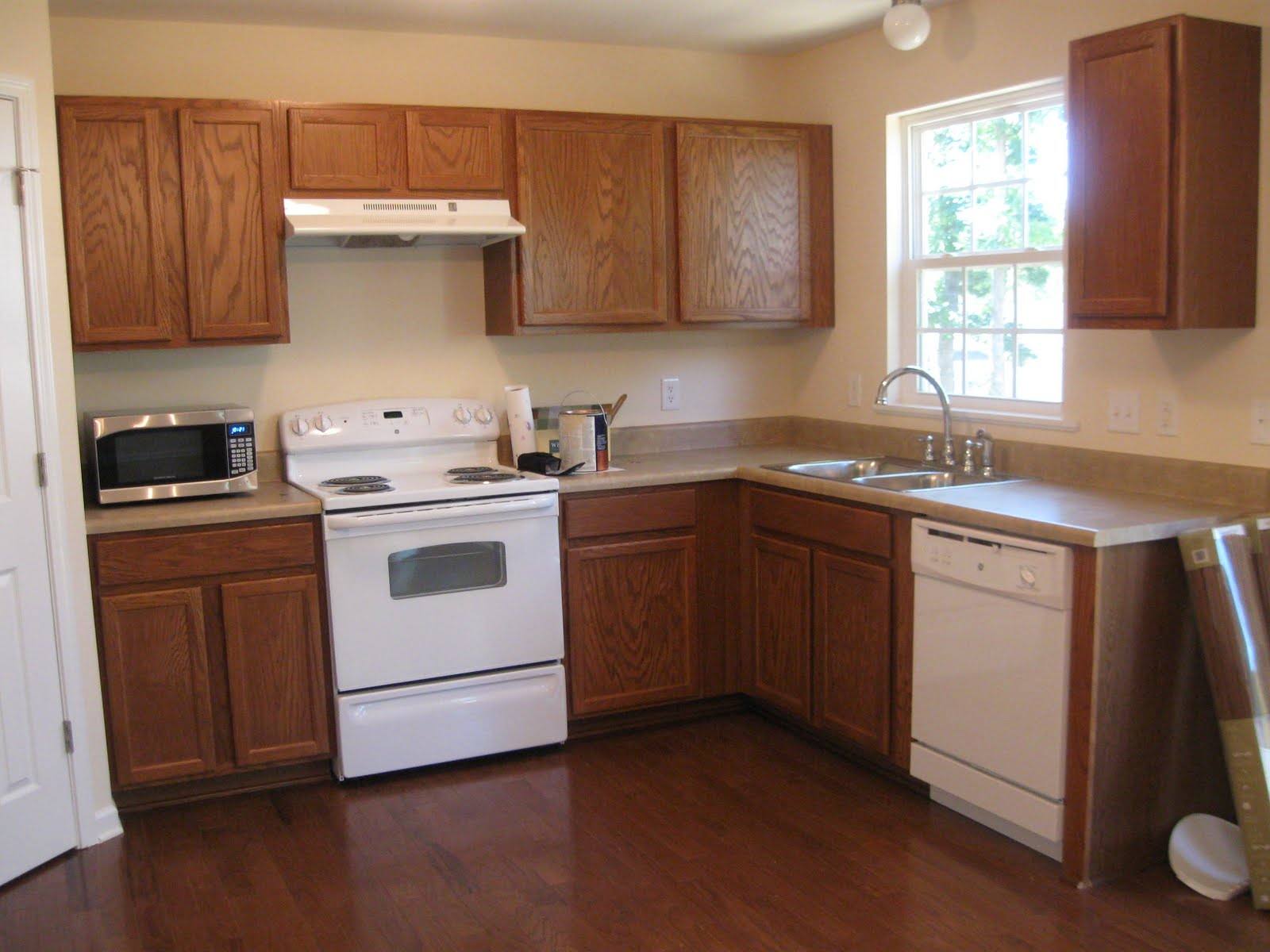Wooden Painting Kitchen Cabinets Decoration (Image 10 of 10)