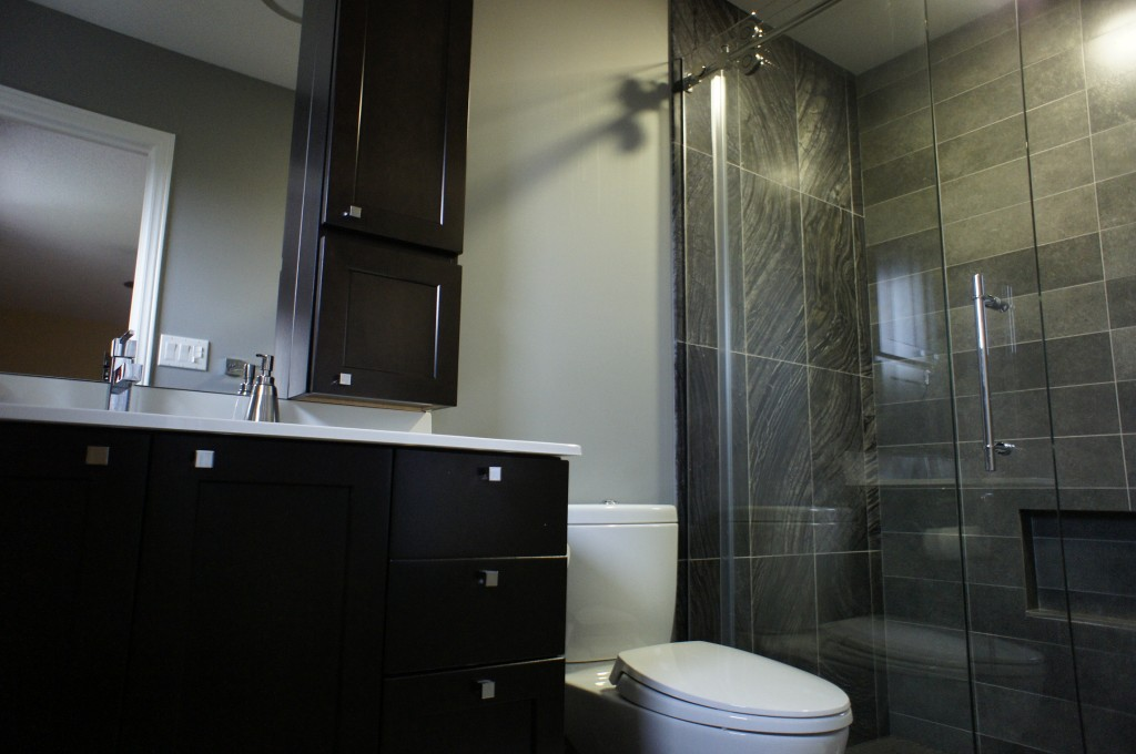 Modern Contemporary Bathroom That Was Practical (Image 8 of 10)
