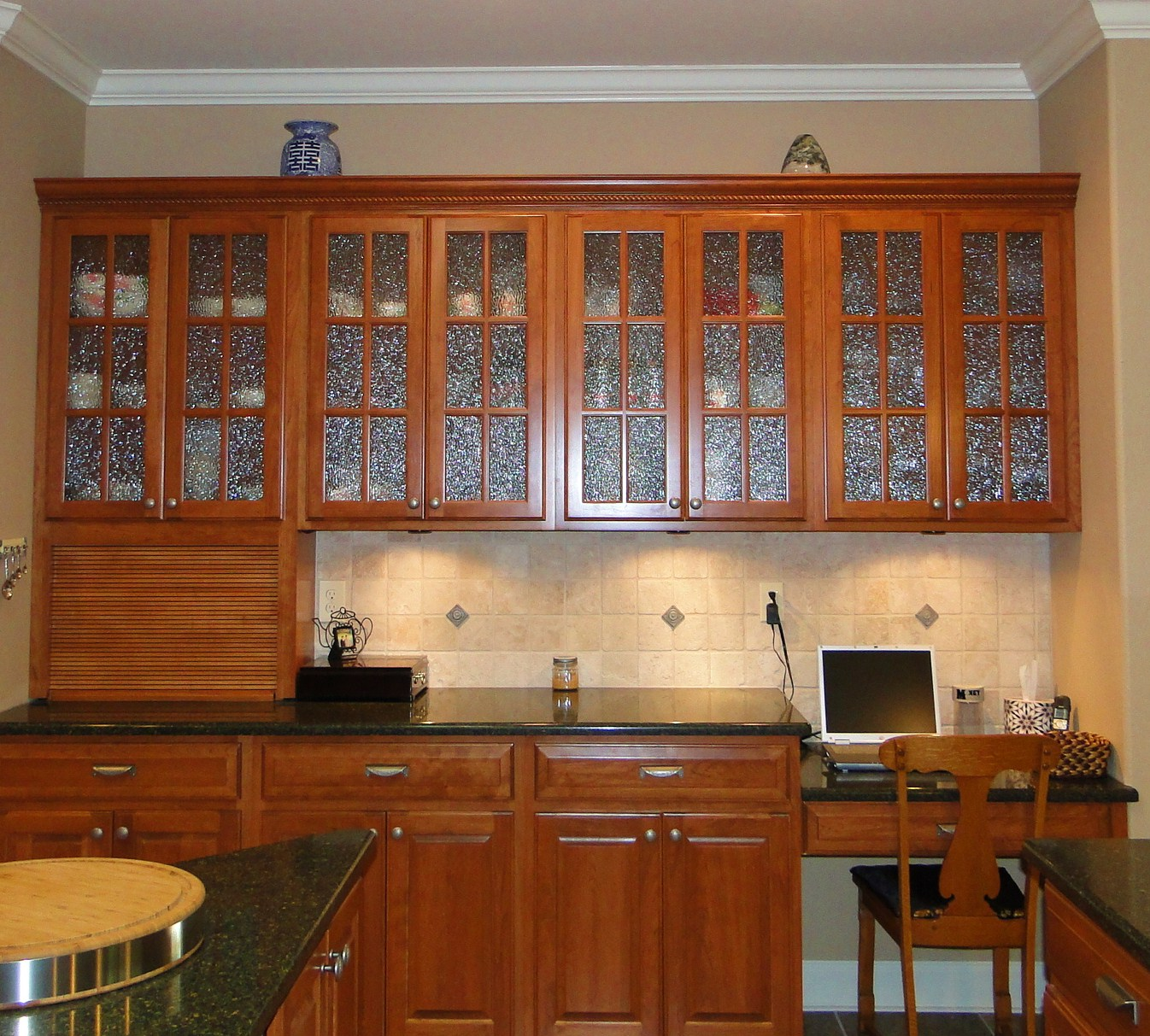 Classic Minimalist Glass Cabinets (Image 1 of 10)