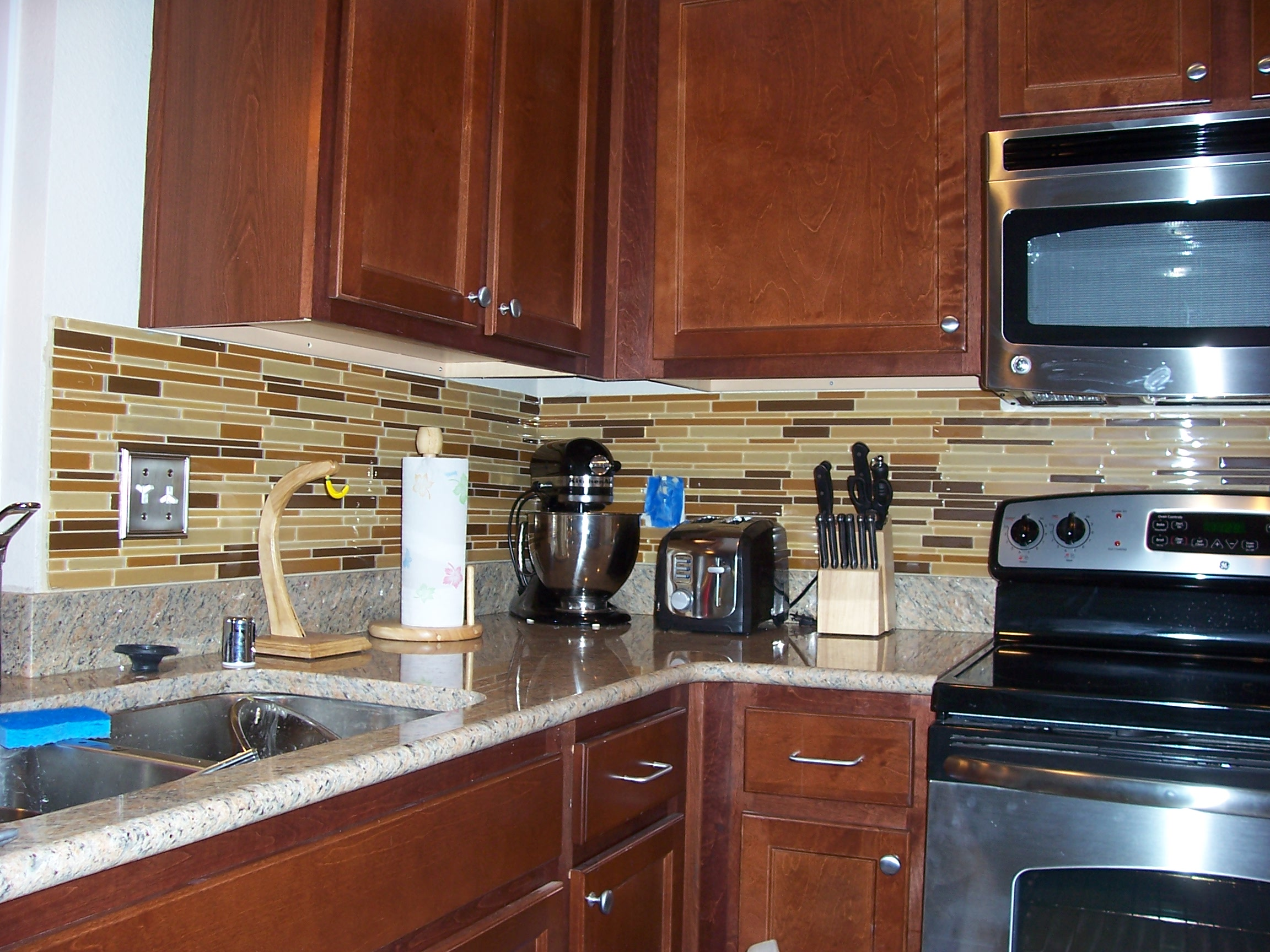 Elegant Brown Glass Tile Designs For Backsplash (Image 3 of 10)