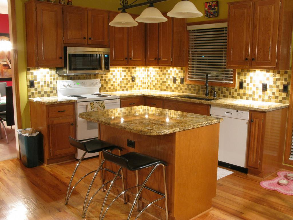 Kitchen Backsplash With Glass Tile Accents