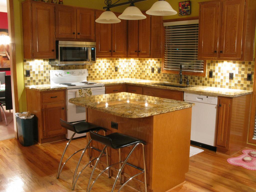 Luxury Brown Tile Designs For Backsplash (Image 6 of 10)